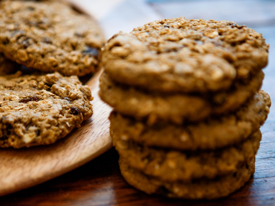 Vegan Oatmeal and Raisin Cookies