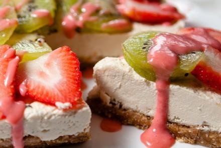 Raw Vegan Strawberry Kiwi Cheese Cake