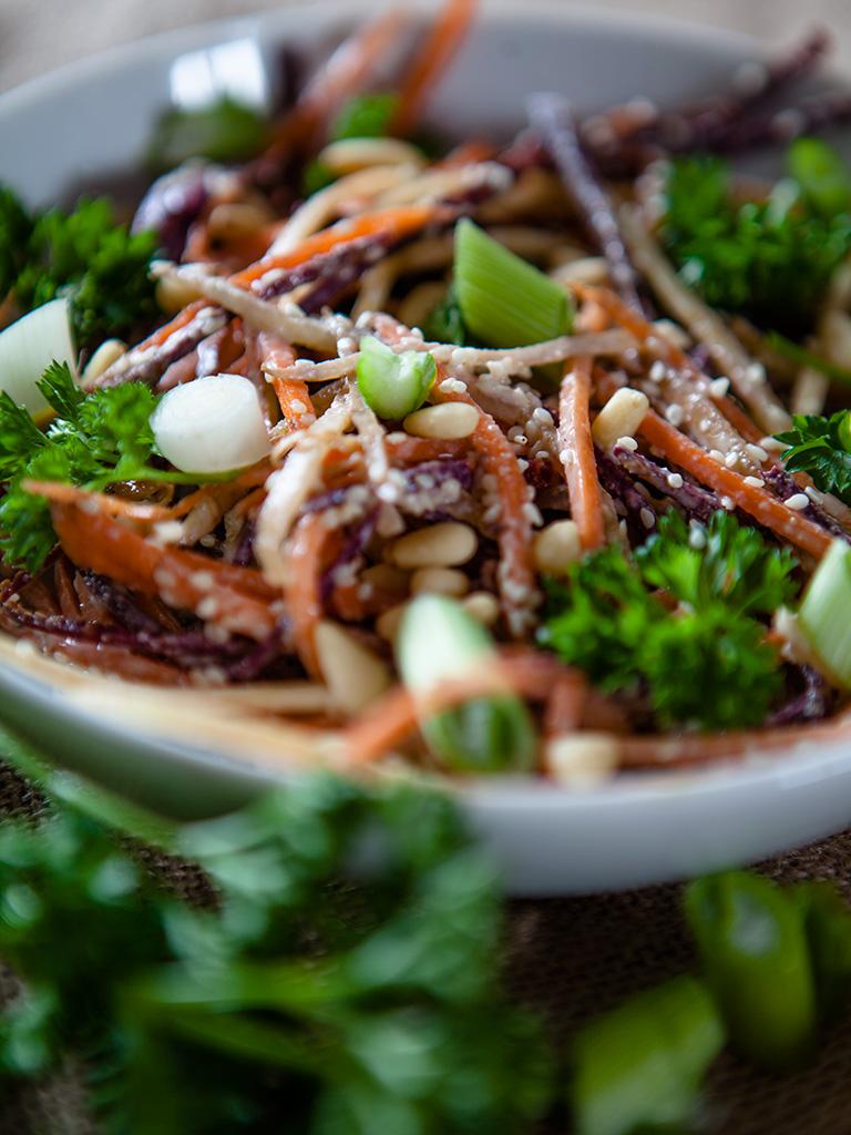 Creamy Garlic Carrot Salad