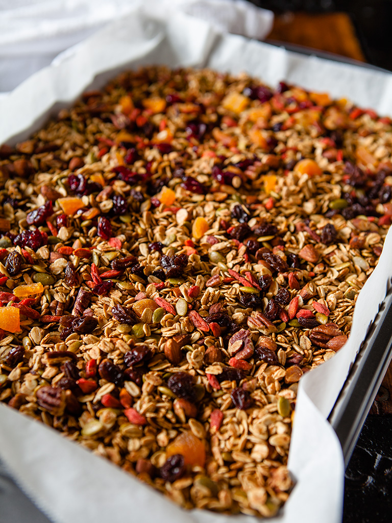 Breakfast Fruit and Nut Granola
